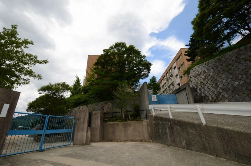 中学校 【中学校】西宮市立苦楽園中学校まで659m