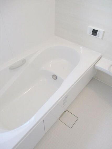 同仕様写真(内観) 施工例:浴室 1坪タイプの広い浴室は家族のリラックスタイム!浴室乾燥機は標準装備