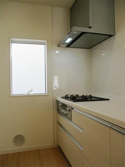 同仕様写真(内観) 施工例:キッチン キッチン横から柔らかな日差しが!空気もきれいで爽やか!