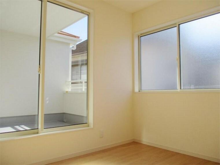 同仕様写真(内観) 施工例:洋室 居室2、5.34帖+掃き出し窓+大きめクローゼット!