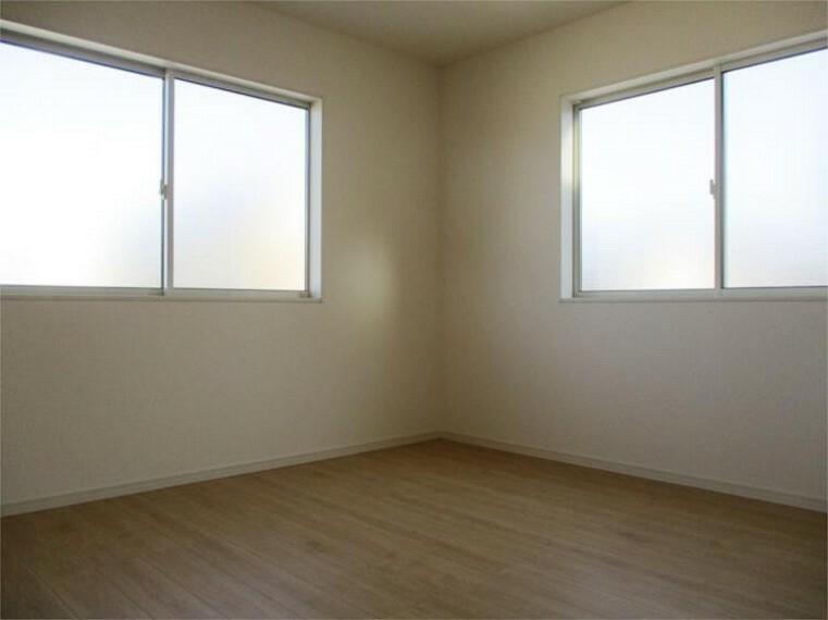 同仕様写真(内観) 施工例:洋室 居室3、6帖+2面窓+大型クローゼット!