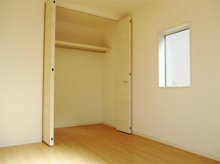 同仕様写真(内観) 施工例:洋室 居室3 収納上手なお子様に成長しそうです!