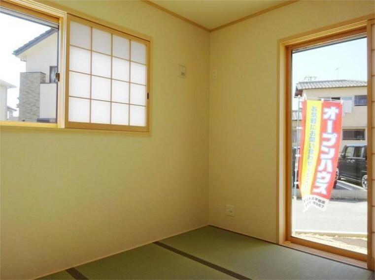 同仕様写真(内観) 施工例:和室 2面採光で明るい押入れ付和室