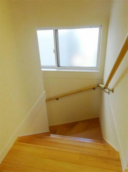同仕様写真(内観) 施工例:階段 階段手摺付は優しい配慮