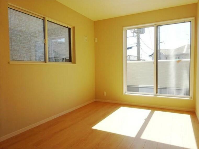 同仕様写真(内観) 施工例:洋室1居室1主寝室、6.5帖+2面採光で明るい室内!