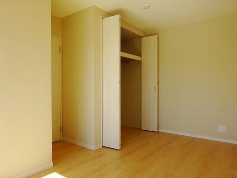 同仕様写真(内観) 施工例:洋室1 居室1クローゼット付きでいつもお部屋はスッキリ!