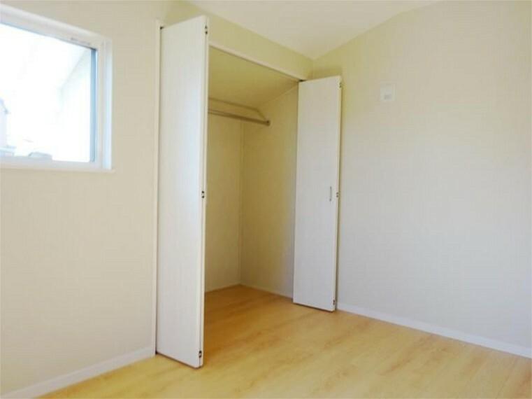 同仕様写真(内観) 施工例:洋室3居室3、大収納力のクローゼットがみんなの味方です。