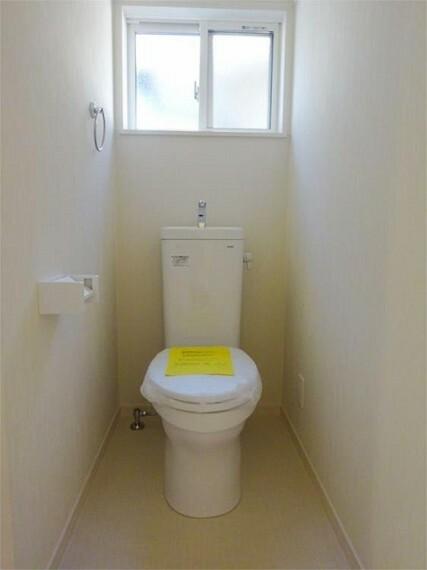 同仕様写真(内観) 施工例:トイレ 2階にも明るい快適トイレ