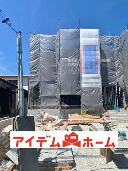 現況外観写真 〇●1号棟(撮影2021年8月)●〇 建築途中にしか見る事のできない 貴重なタイミング! 家ってこうやって作ってます! 構造の説明など致します!