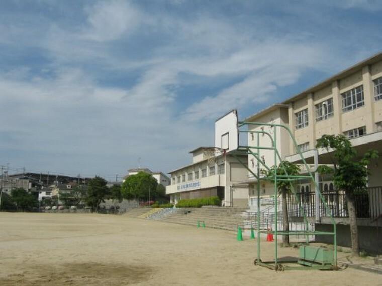 中学校 【中学校】寝屋川市立第六中学校まで1034m