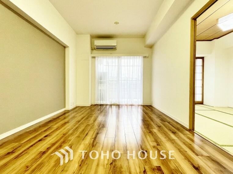 居間・リビング ナチュラルテイストのリビングには、様々なインテリアを合わせることができるので、自分好みのお部屋を作り上げられます。