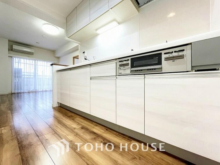 キッチン たっぷり確保した作業スペースと収納スペース。設備も豊富に備えたので使い勝手も良く毎日のお料理や洗い物が楽しくなります。