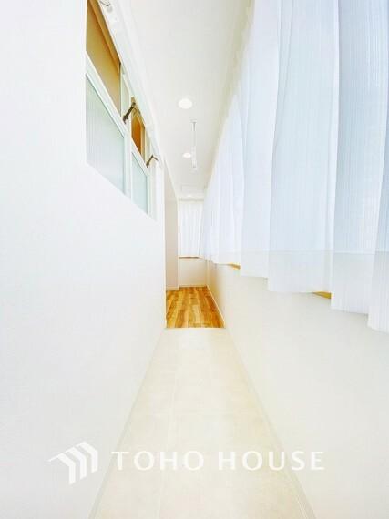 ランドリースペース 明るい陽射しが差し込むサンルーフ付きのお部屋です。