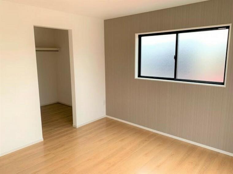 同仕様写真(内観) 【同仕様写真・洋室】全洋室にクローゼットを完備。居室空間を最大限に使えるゆとりの快適スペースを実現。
