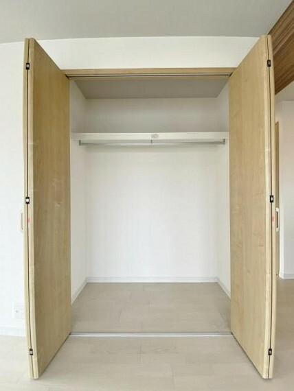 収納 リビングにある収納は、普段使わないような物の収納にはうってつけのお広さになっております。