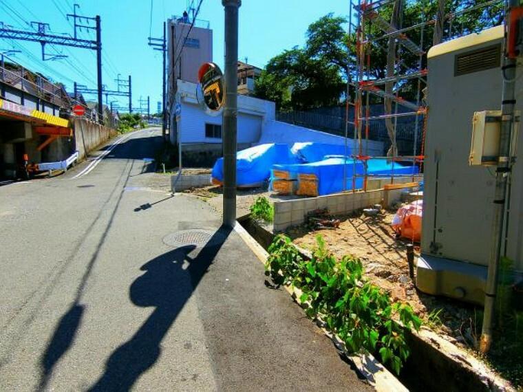現況写真 一方通行の道路標識は移設予定です。