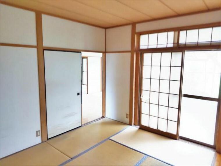 【リフォーム前写真】リビング横和室になります。これから畳の表替えを行い、障子、襖の張替えを行っていきます。