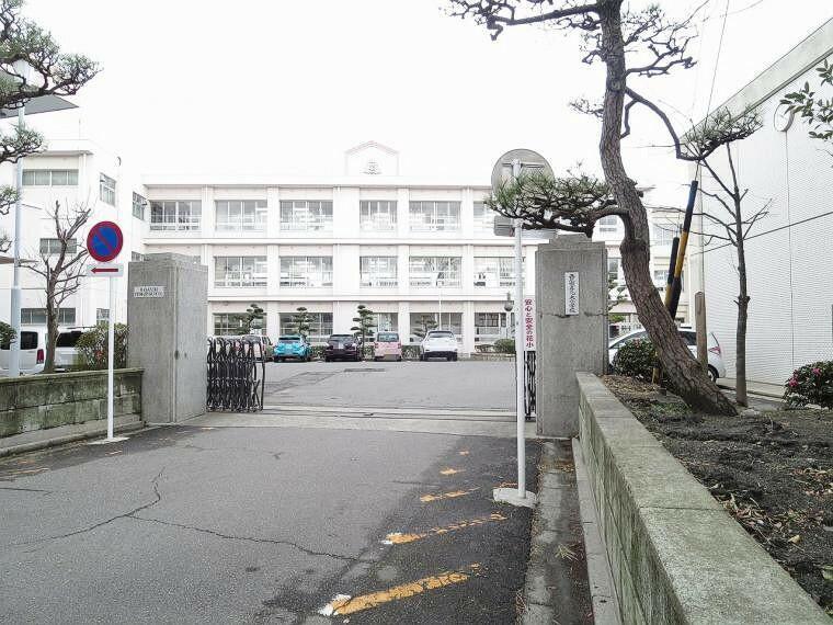 小学校 西尾市立花ノ木小学校320m