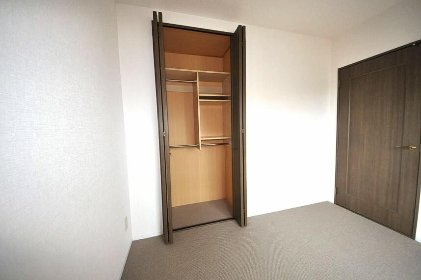 収納 洋室約4.5帖は、収納力があるクローゼット付き。子供部屋やテレワークスペースにぴったりのお部屋です。