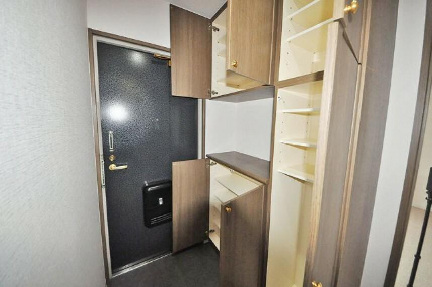 玄関 大容量の下駄箱付きで、玄関はいつもすっきりきれいに保てます。