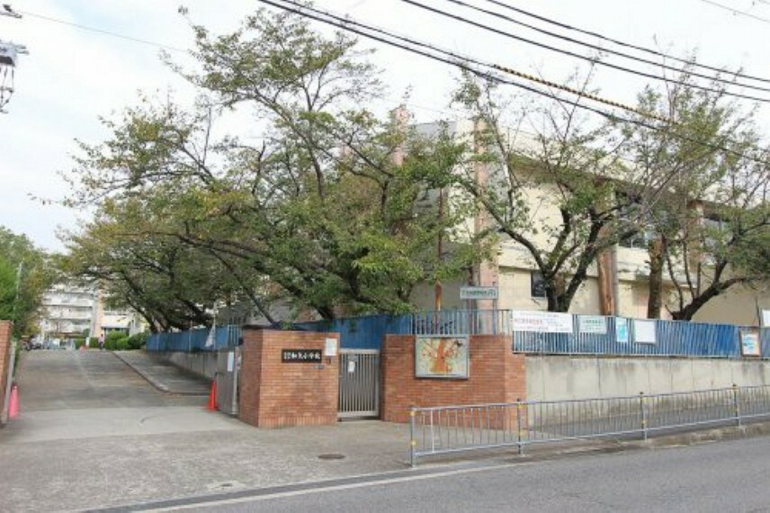 小学校 【小学校】和泉市立和気小学校まで950m