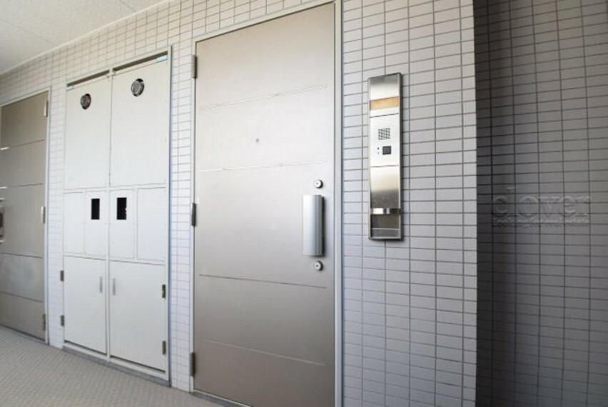 共用部 廊下 玄関ドア