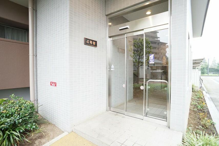 外観写真 ~entrance~  綺麗なエントランスは、居住者を優しく迎えいれてくれます  9月3日撮影
