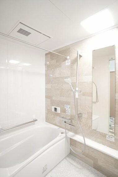 浴室 ~bathroom~  雨の日のお洗濯にも大活躍な浴室乾燥機付  9月3日撮影