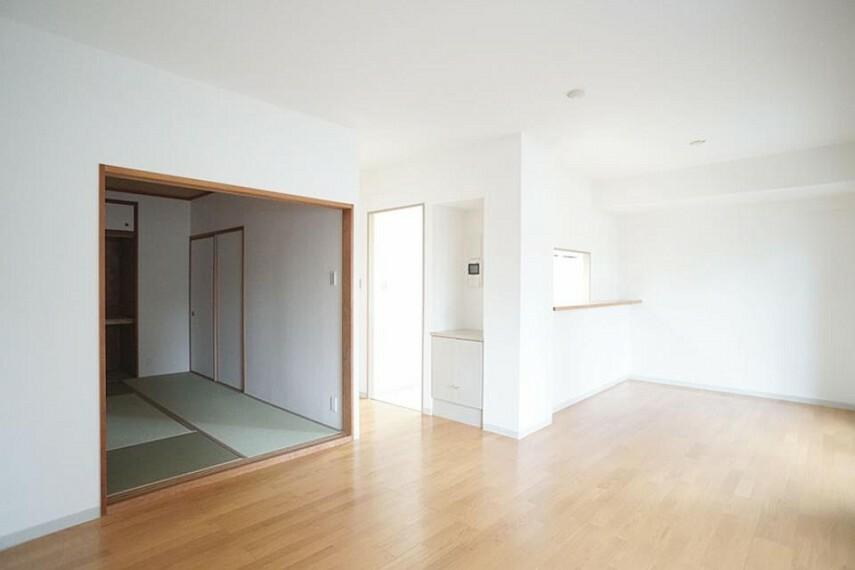 居間・リビング ~living room~  オープンでのびやかな空間を生み出す、こだわりの「広がり」と「ゆとり」  9月3日撮影