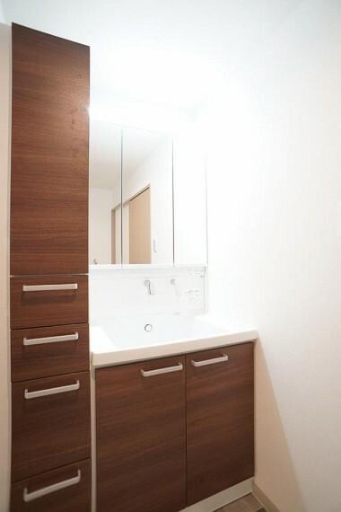 洗面化粧台 ~washroom~ ゆとりの洗面スペースで朝の身支度もスムーズに  9月3日撮影
