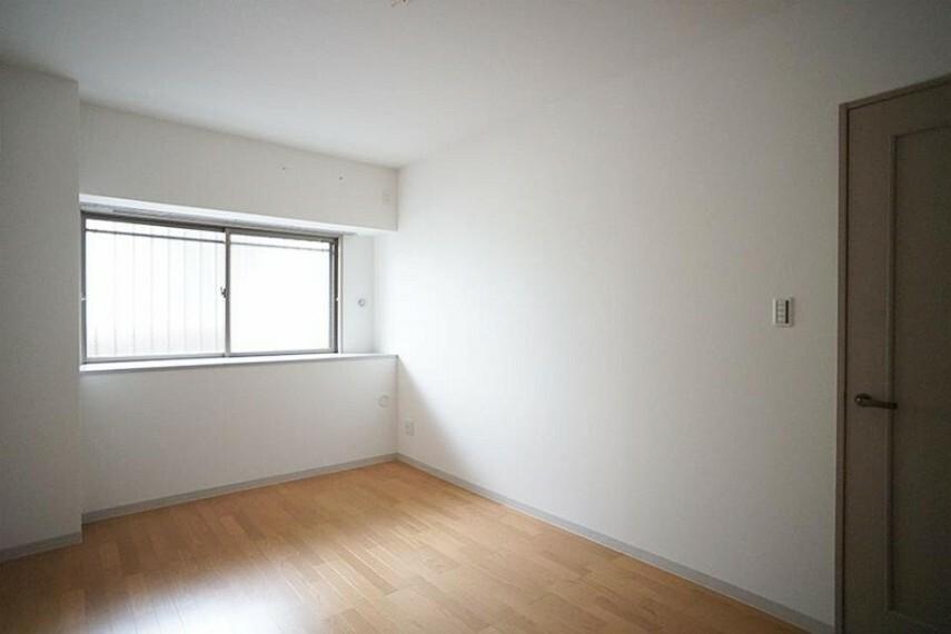 洋室 ~bedroom~  お陽さまの光をさわやかな風をたっぷりとりこめます  9月3日撮影