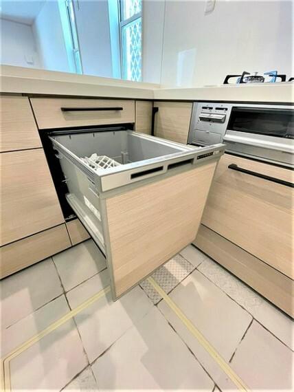 外観・現況 ビルトインタイプの食洗機。家族の食器を一度洗えてとても便利です!台所の生活感を隠せるのも良いですね。