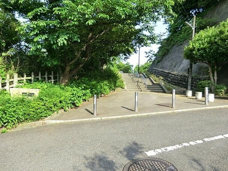 公園 六浦第五公園 並木天満宮も近くにあります