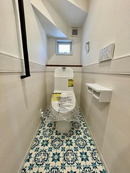 トイレ 窓のあるトイレは明るい空間で清潔感があります。
