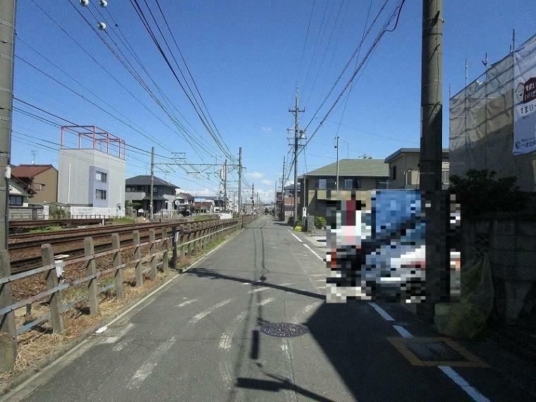 現況写真 西側前面道路(幅員約5.4m) (2021年9月11日撮影))