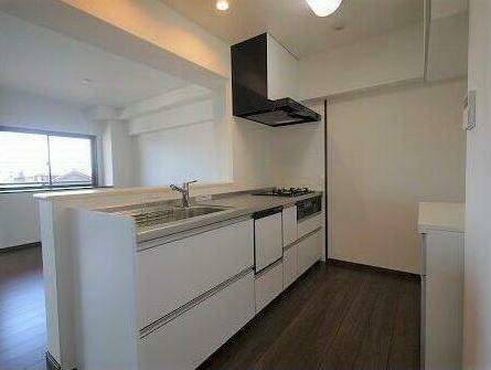 キッチン キッチンは大きめサイズの腰が痛くなりにくい高さです。