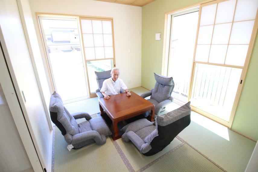和室 【1F5.2帖和室】 2間続きなので多目的に使えます。 和室には電気掘りごたつ、LED照明付 洋室にはWカーテン、LED照明付
