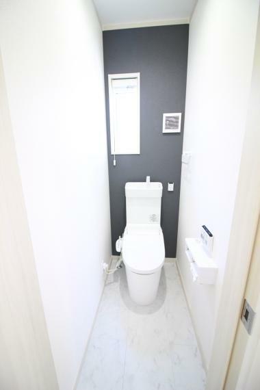 トイレ 【1・2F多機能トイレ】 人感センサー付自動開閉蓋、電動開閉便座機能付