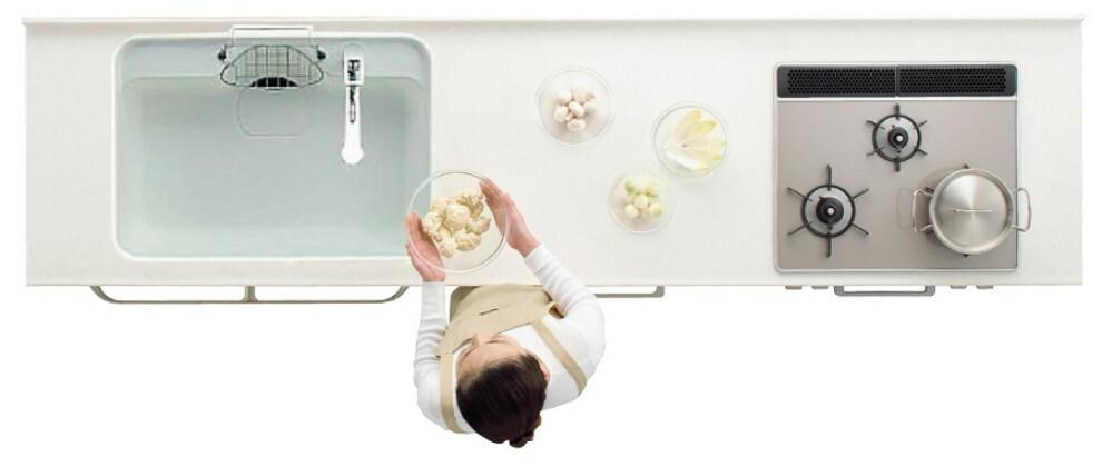 【キッチン/トクラスBb】  キッチンは熱や汚れ、衝撃などに強く、美しさが長持ちする人造大理石ワークトップを用いた「トクラスBb」。シンプルなデザインで毎日の暮らしを支えます。※写真はイメージです。