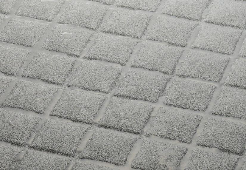 【キレイサーモフロア】  皮脂汚れがつきにくく、落としやすいので、スポンジでお掃除ラクラク。中空バルーンを含む独自の断熱層で、寒い冬でも床が冷たく感じにくくなっています。※写真はイメージです。