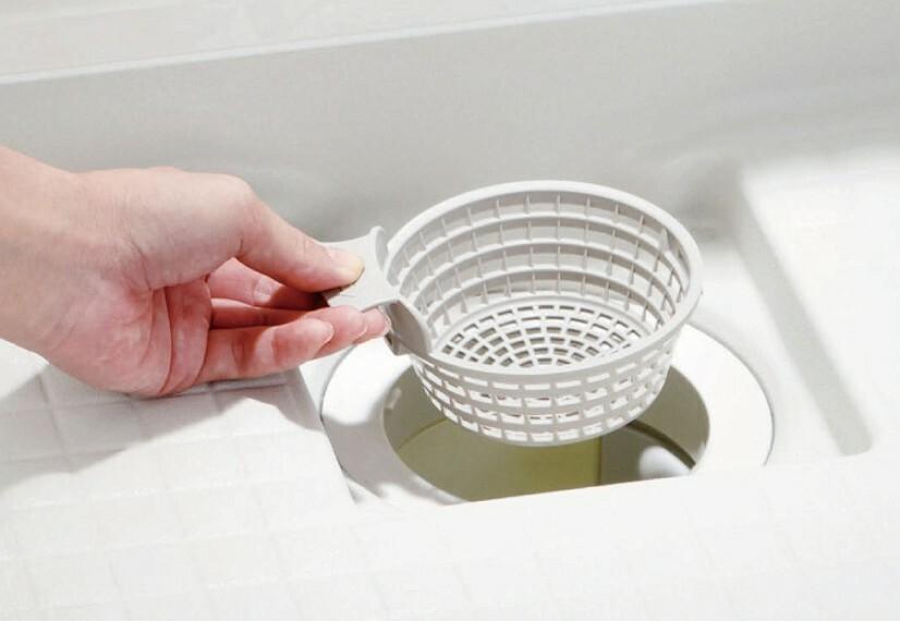 """【くるりんポイ排水口】  浴槽排水を利用して排水口内に""""うず""""を発生させて、排水口を洗浄しながらゴミをまとめます。※写真はイメージです。"""