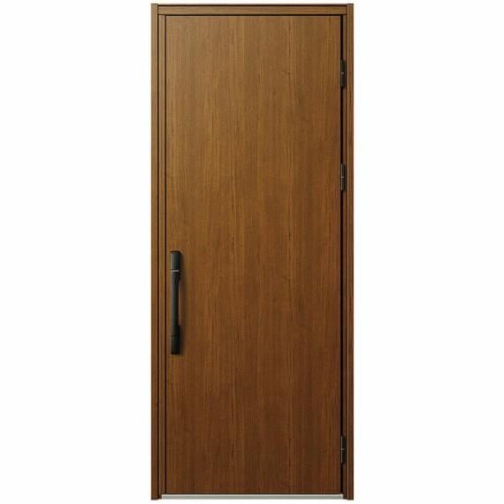 【機能性も高い玄関ドア】  玄関ドアにはヴェナートD30(キャラメルチーク)を採用。玄関ドアに求められる基本性能を備えながら、安心・快適性にも配慮しています。※写真はイメージです。