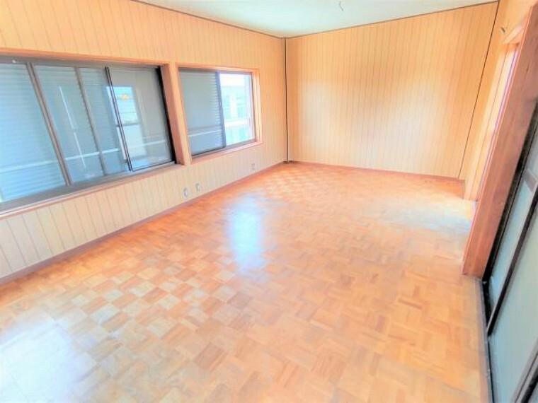 洋室 【リフォーム中】3階洋室です。1間のクローゼットを新設予定です。12帖の広々とした空間をご自由にお使いいただけますよ。