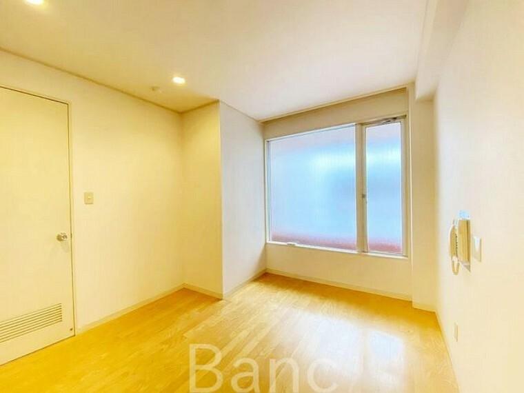子供部屋 窓のある明るい居室です。開放感があり、お部屋がより広く感じます