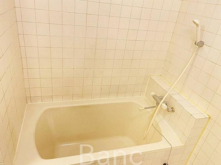 浴室 コンパクトサイズの浴室なので、保温性が高く、節約もになりますね。