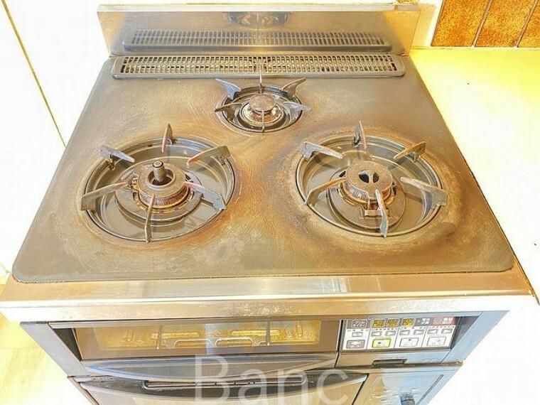 キッチン あると嬉しい3口コンロ。同時調理ができ、家事効率がアップしますね。