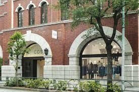 ショッピングセンター COS青山店 徒歩9分。