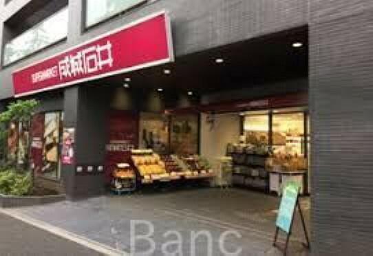 スーパー 成城石井西麻布店 徒歩8分。