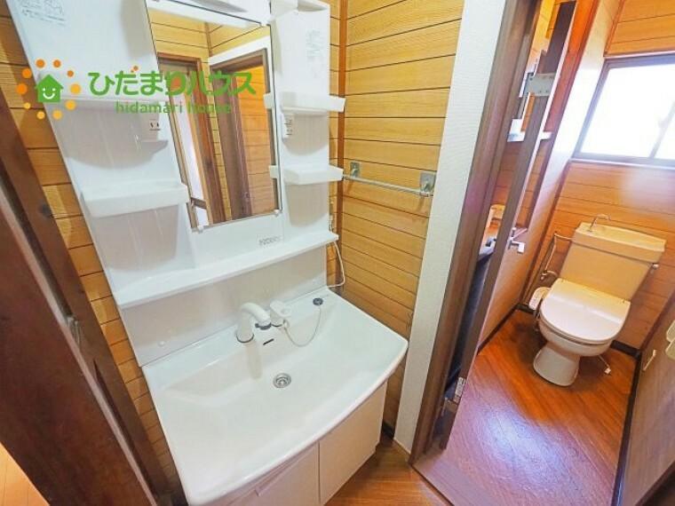 洗面化粧台 2段の収納スペース。洗面台下には、体重計をしまえる隙間あり!!