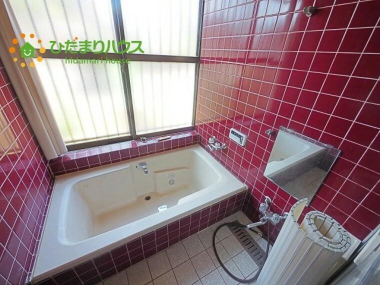 浴室 お風呂にも大きな窓付き!面格子が付いているので、防犯面も安心